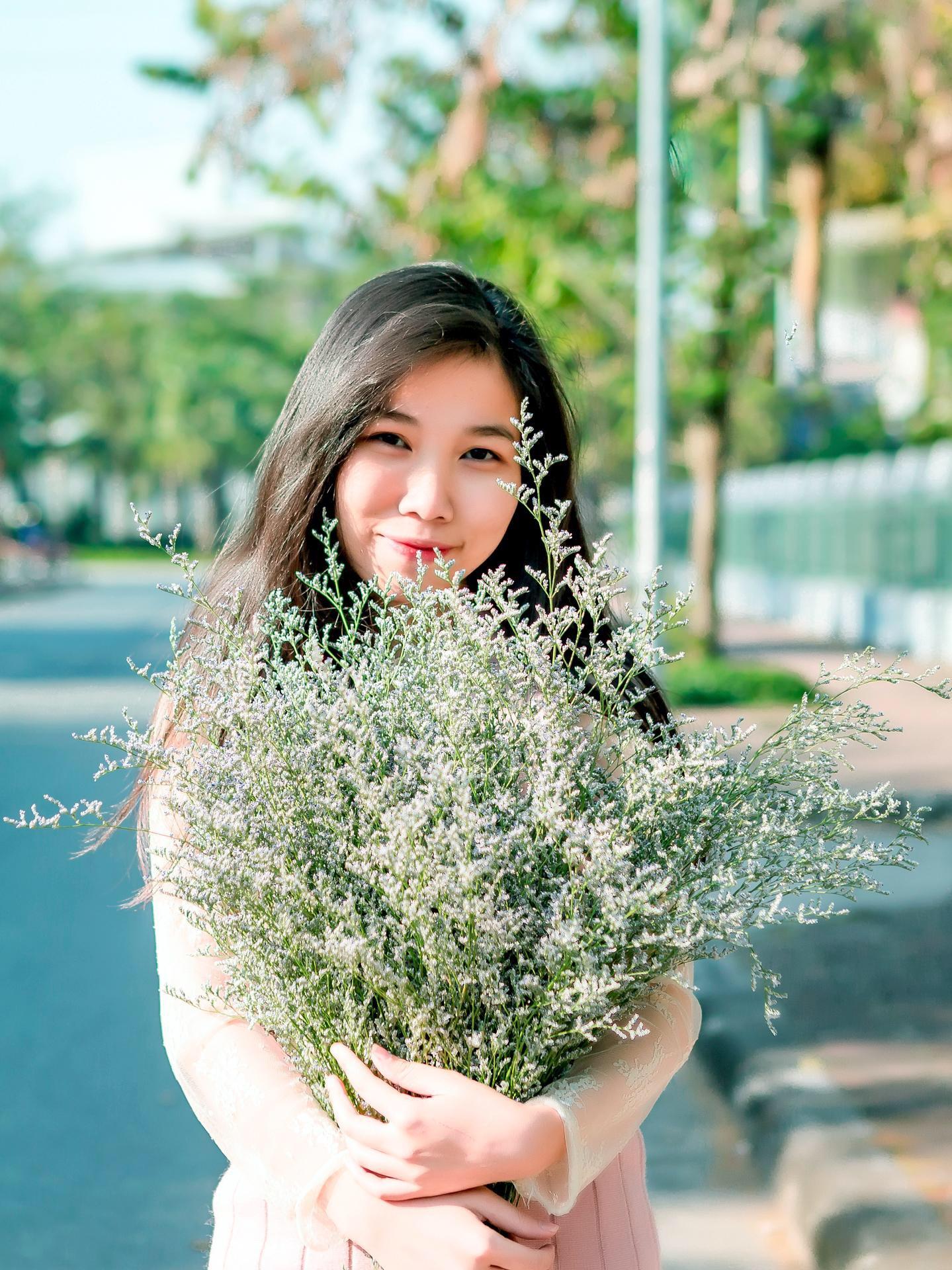Phùng Thị Thu Hiền (2000 - ĐH Hà Nội)